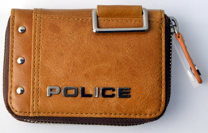 police_coin case_avoid_pa-58600_25_01.jpg