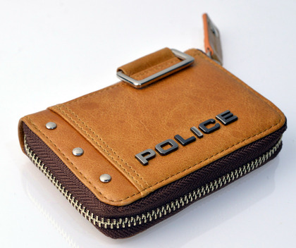 police_coin case_avoid_pa-58600_25_02.jpg