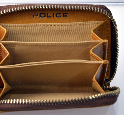 police_coin case_avoid_pa-58600_25_03.jpg