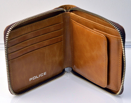 police_wallet_avoid2_pa-58601_25_04.jpg
