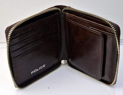 police_wallet_avoid2_pa-58601_29_04.jpg