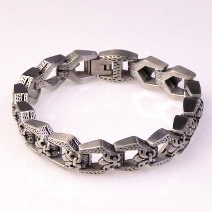 police_bracelet_wyvern_02