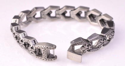 police_bracelet_wyvern_04