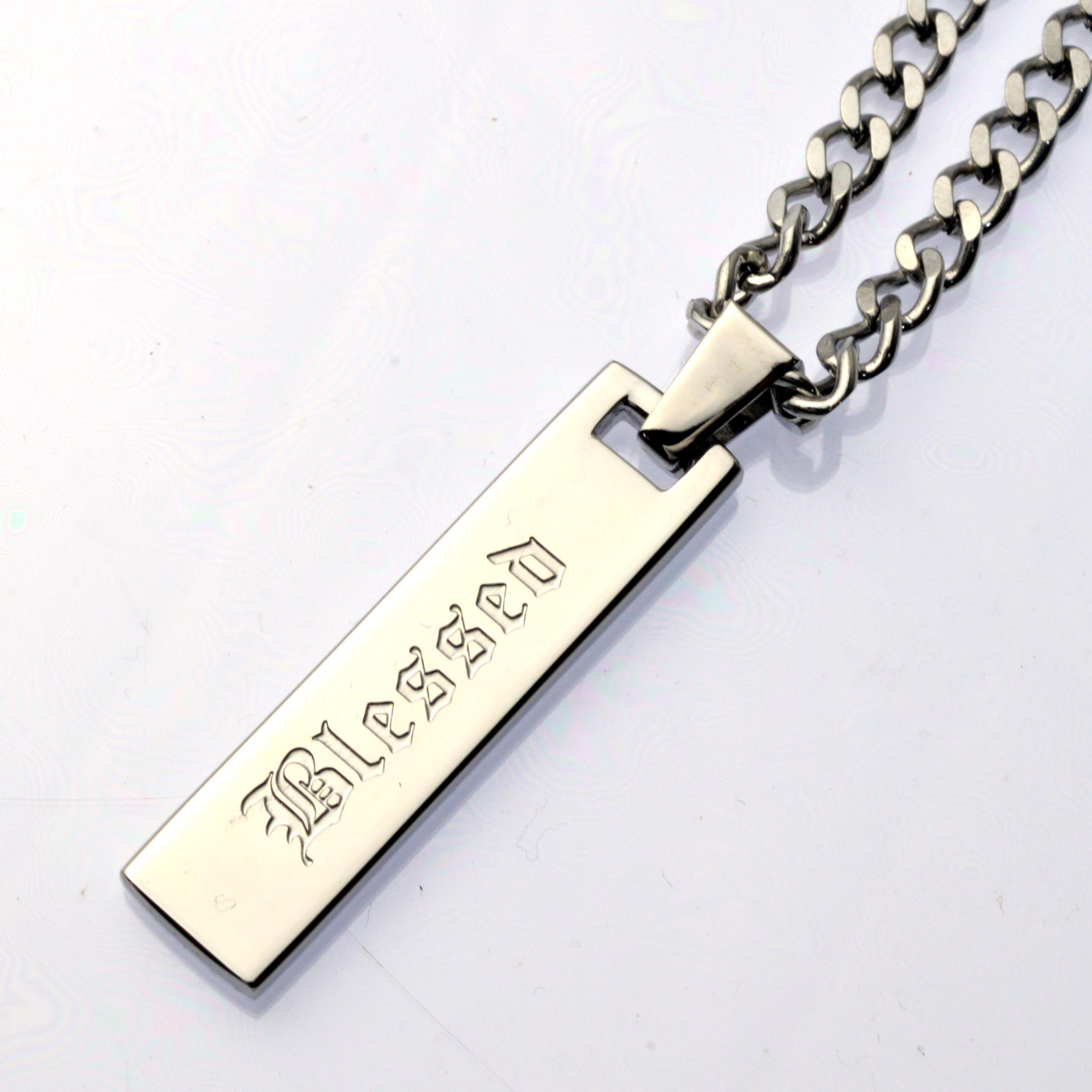 http://www.police.ne.jp/images/Police_necklace_vertical-sl-00.jpg
