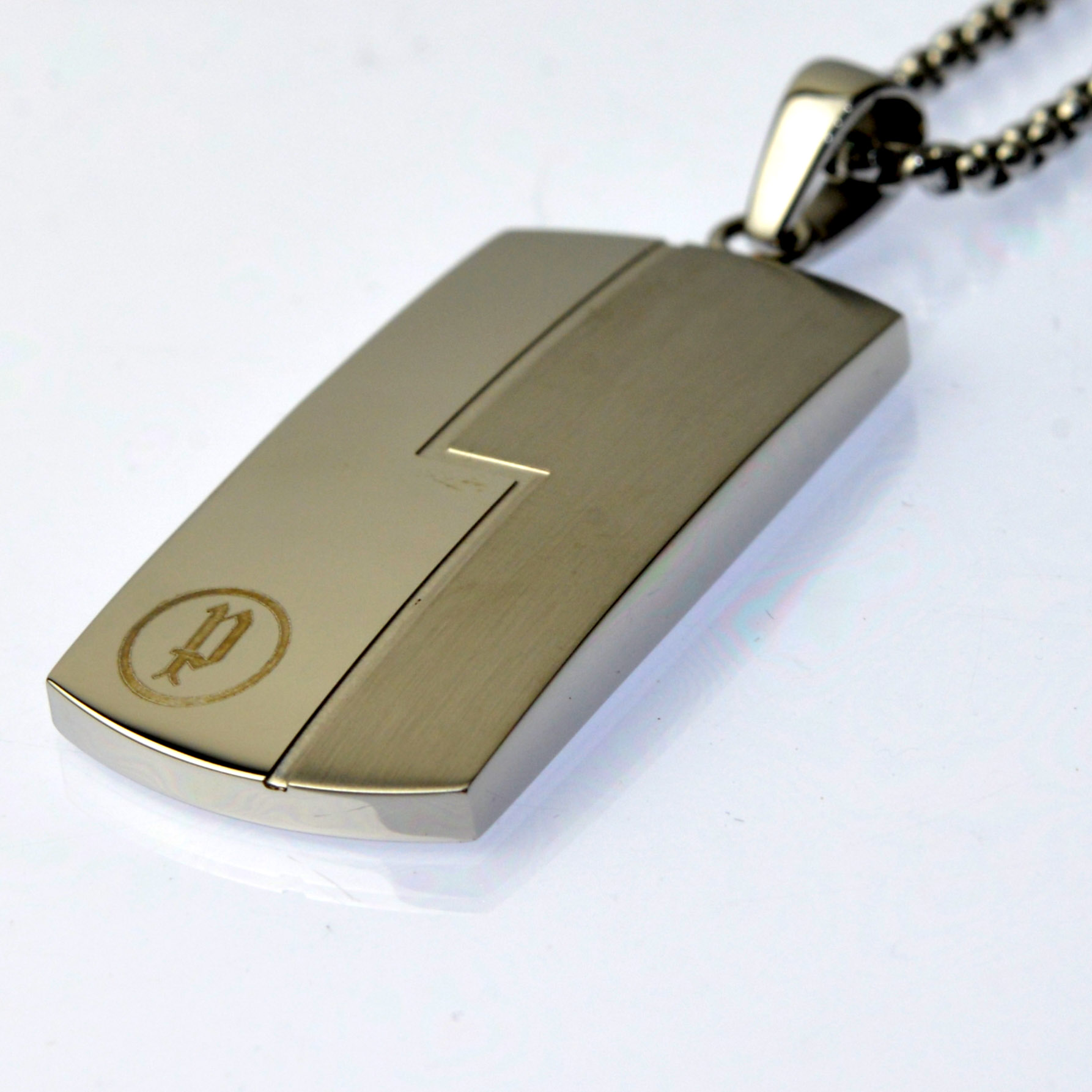 http://www.police.ne.jp/images/police__necklace_10.jpg